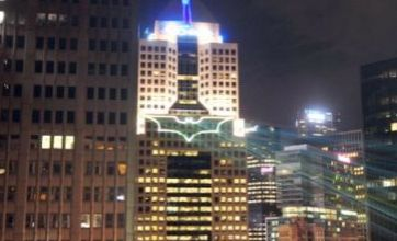 The Dark Knight Rises: Pittsburgh welcomes Batman cast with Bat Signal