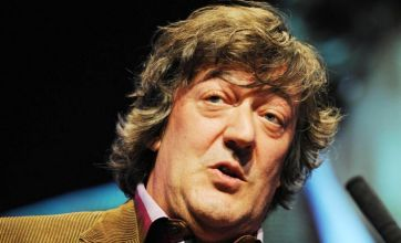 Stephen Fry to 'get naked' in Sherlock Holmes: A Game Of Shadows