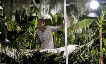 TV professor survives on plant oxygen in airtight box experiment