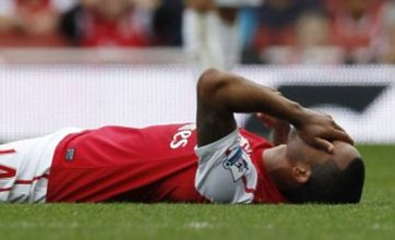 Theo Walcott passed fit for Arsenal games against Spurs and Olympiakos