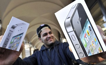 iPhone 4S goes on sale but UK users suffer Siri problems