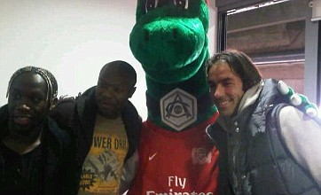 William Gallas returns to Arsenal for hugs with Sagna, Pires and Gunnersaurus