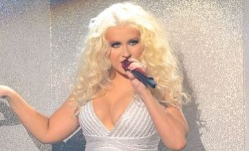 Christina Aguilera performs in ill-fitting tight dress at American Music Awards