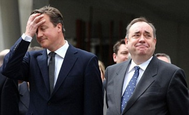 David Cameron and Scottish first minister Alex Salmond disagree on what direction a referendum should take (Pic: PA)