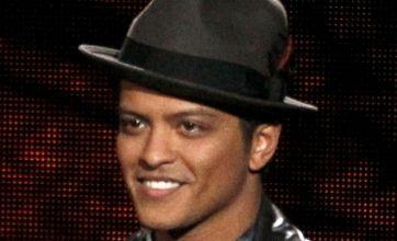 Super Bowl fans heap praise on Bruno Mars, make excellent GIFs of his halftime show