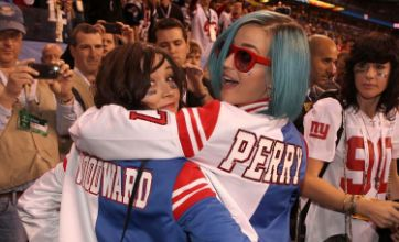 Katy Perry fuels Tim Tebow gossip by dedicating song to him at concert