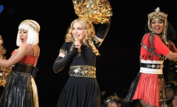 MIA shocks Super Bowl crowd by giving them the finger at Madonna gig