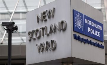Scotland Yard accepts failing to warn phone hacking victims was unlawful