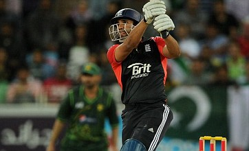 England crumble in final over of Twenty20 against Pakistan