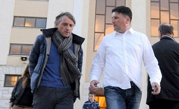 Roberto Mancini flocks to 'miracle' site as title race with Man United hots up