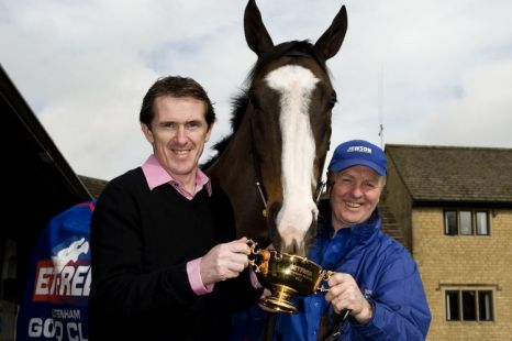 Tony McCoy (R), Synchronised and owner Jonjo O'Neill during a visit to Jackdaws Castle stables.