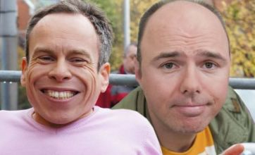 Karl Pilkington and Warwick Davis get An Idiot Abroad: The Short Way round