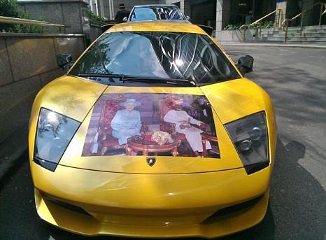 Bizarre Diamond Jubilee Tribute To The Queen Spotted On Lamborghini