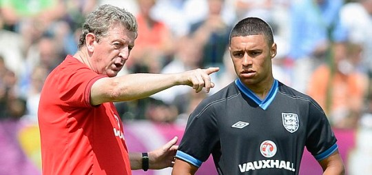 England's coach Roy Hodgson (L) talks with Alex Oxlade-Chamberlain