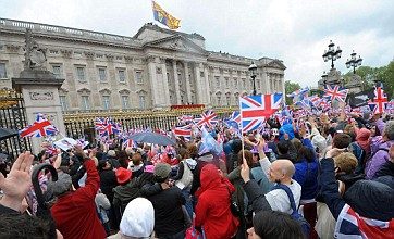 Olympic torch to visit Downing Street and Buckingham Palace on final lap