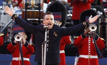 Robbie Williams 'quits Olympic closing ceremony for birth of child'