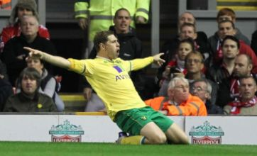 Grant Holt performs shock u-turn by signing new Norwich City deal