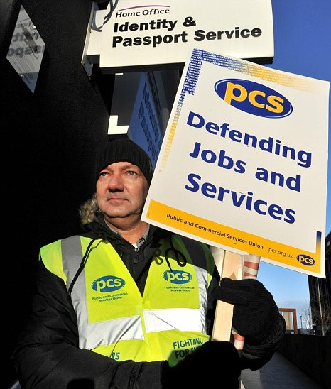 UK Border Agency Staff To Stage 24hr Strike On Eve Of