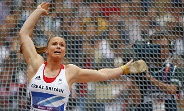Sophie Hitchon breaks British hammer record to secure place in final