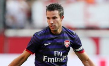 Top Gunner Robin van Persie agrees deal with rivals Manchester United