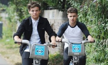 1D's Louis Tomlinson and Liam Payne ditch bandmates for London bike ride