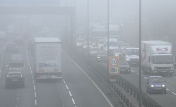 Dense fog grounds over 100 flights at London airports