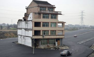 Highway built around house in China whose owners refused to move