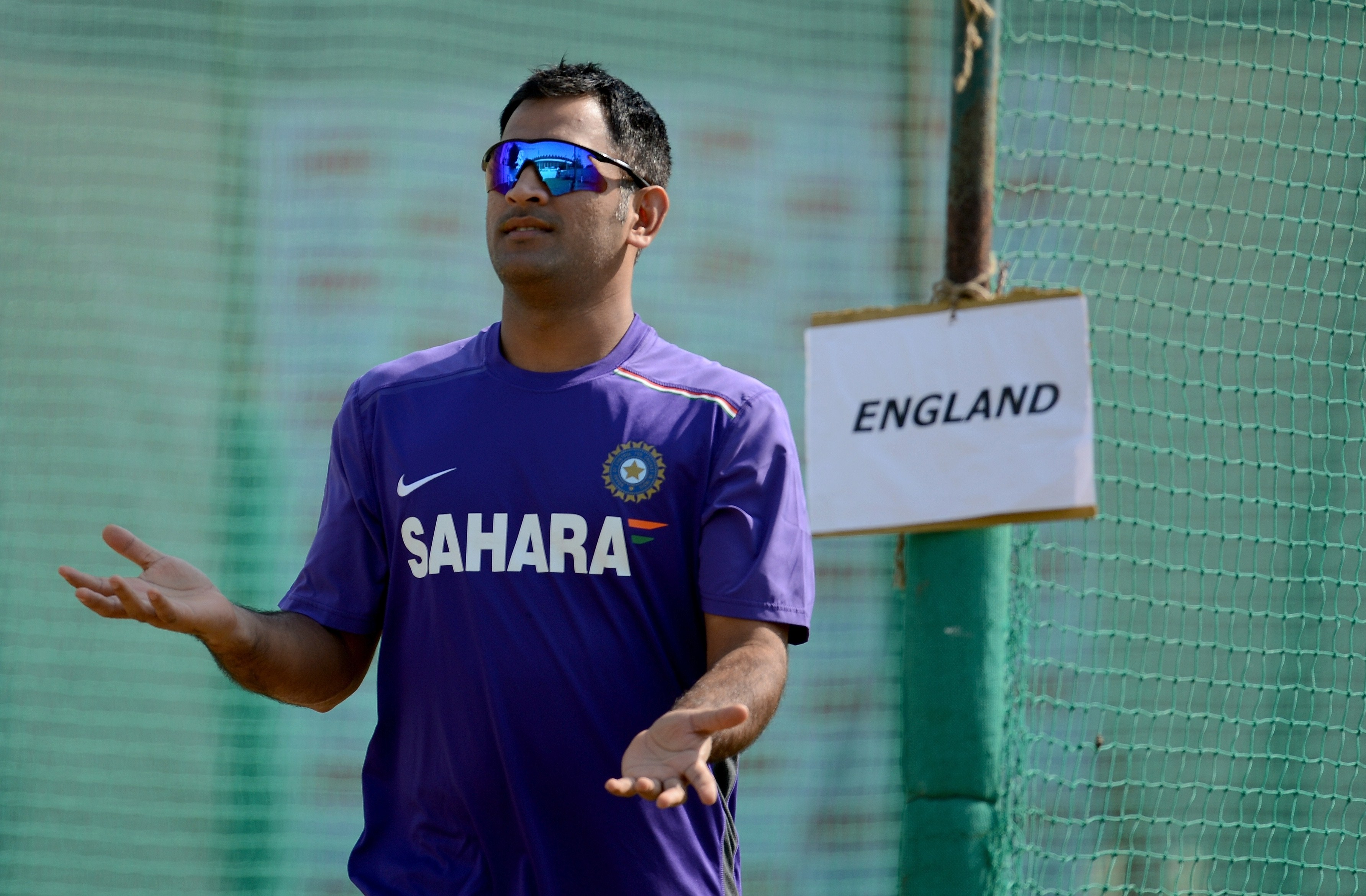 MS Dhoni run out on 99 as England rewarded after day of toil