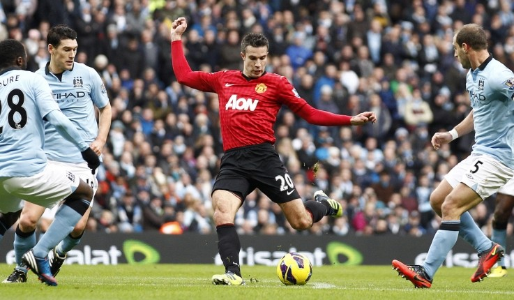Robin van Persie's late free-kick steals the spoils for Manchester United in City derby