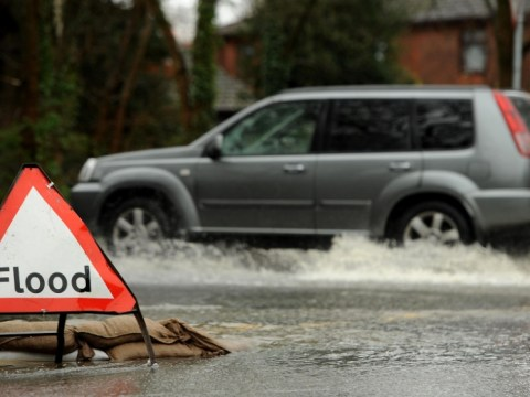 UK Floods cause chaos as Christmas getaway begins – 22 December 2012