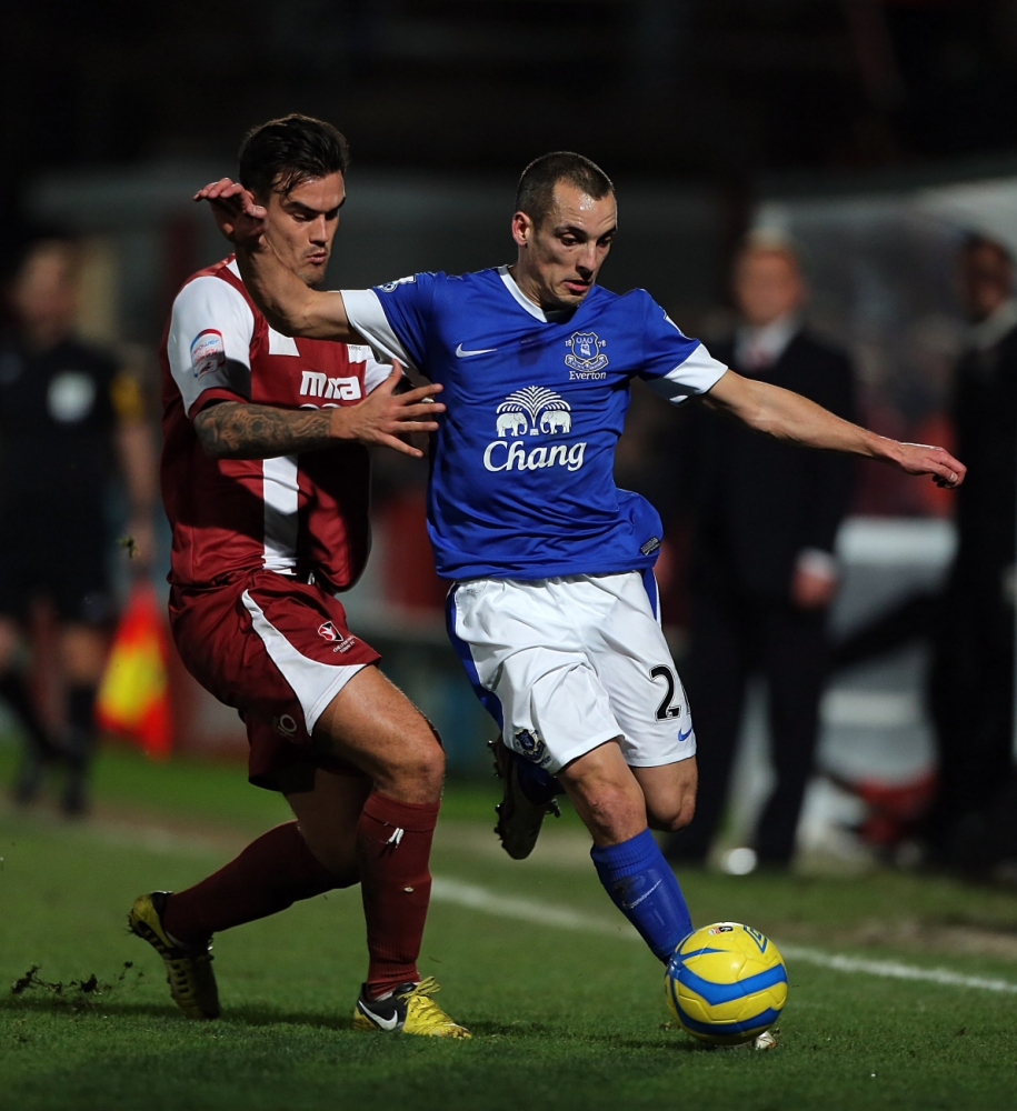 Leon Osman hoping to round off Everton decade with silverware