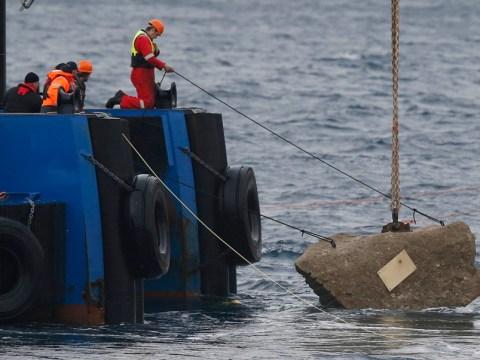 Rock is cast into the sea for 32 victims of Costa Concordia