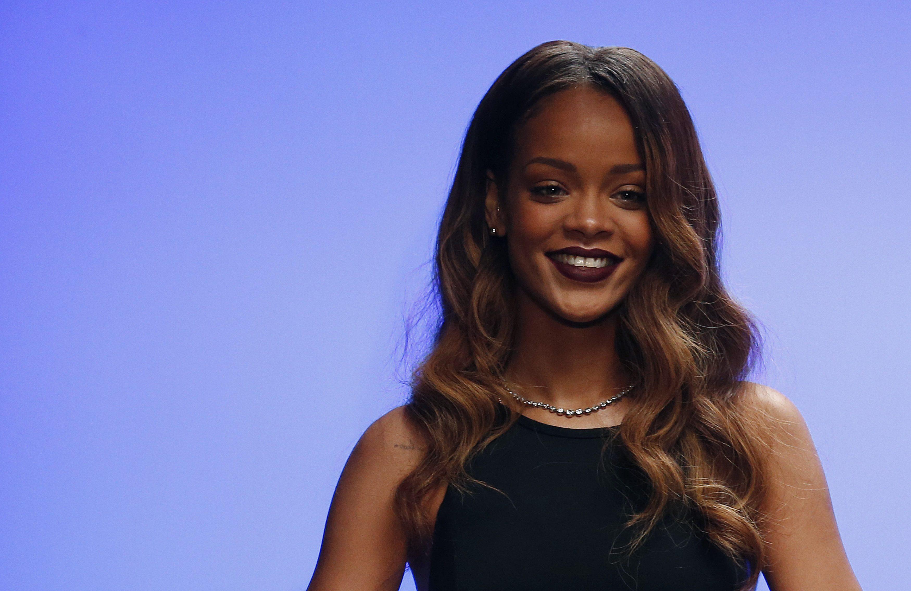 Gallery: Rihanna for River Island at London Fashion Week – 16 February 2013
