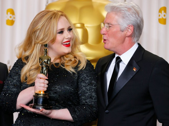 "Adele Adkins (L) poses with her Oscar for Best Original Song for ""Skyfall"" with presenter Richard Gere at the 85th Academy Awards in Hollywood, California February 24, 2013.  REUTERS/ Mike Blake   (UNITED STATES TAGS:ENTERTAINMENT) (OSCARS-BACKSTAGE)"