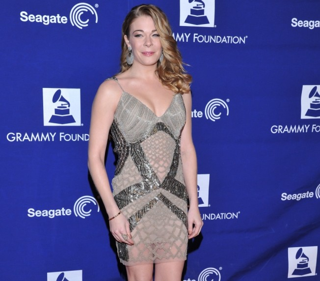 LeAnn Rimes sues dentist for ruining her career with botched dental job