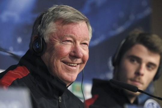 Manchester United's head coach Sir Alex Ferguson (L) and Spanish goalkeeper David De Gea