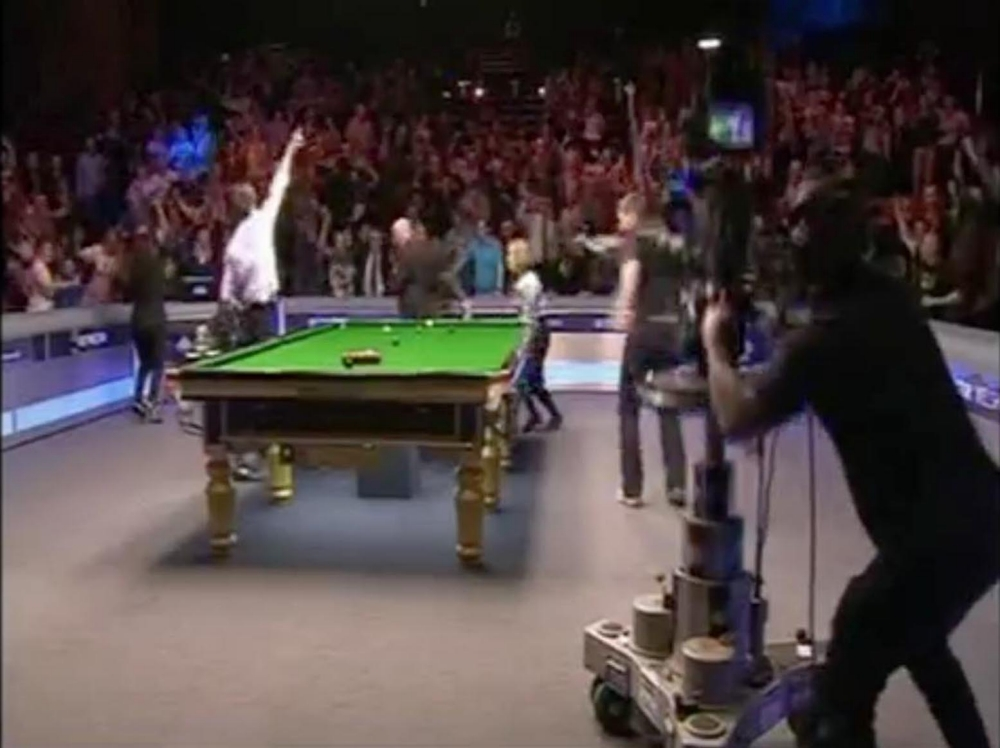 Welsh Open fans go snooker loopy by breaking into the Harlem Shake
