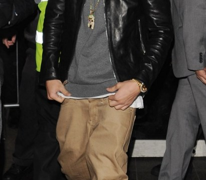 Justin Bieber leaves his boys' night out with two girls in a taxi