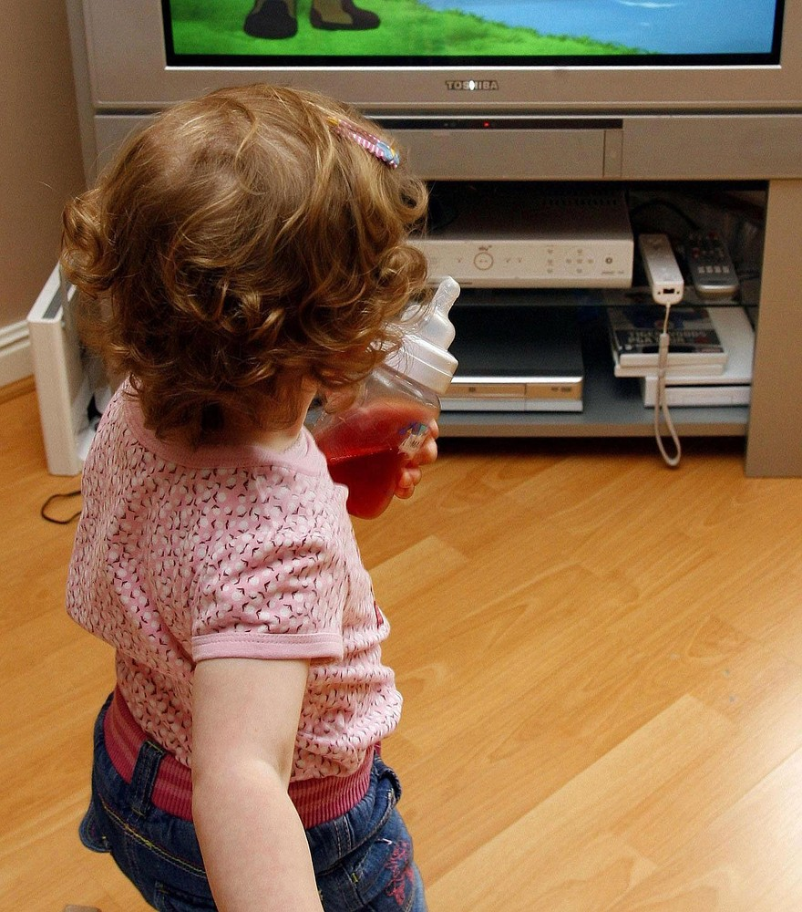 Watching TV 'can affect young children's behaviour'