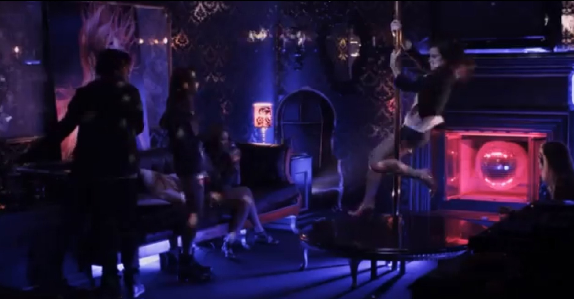 Emma Watson pole dances in The Bling Ring teaser trailer