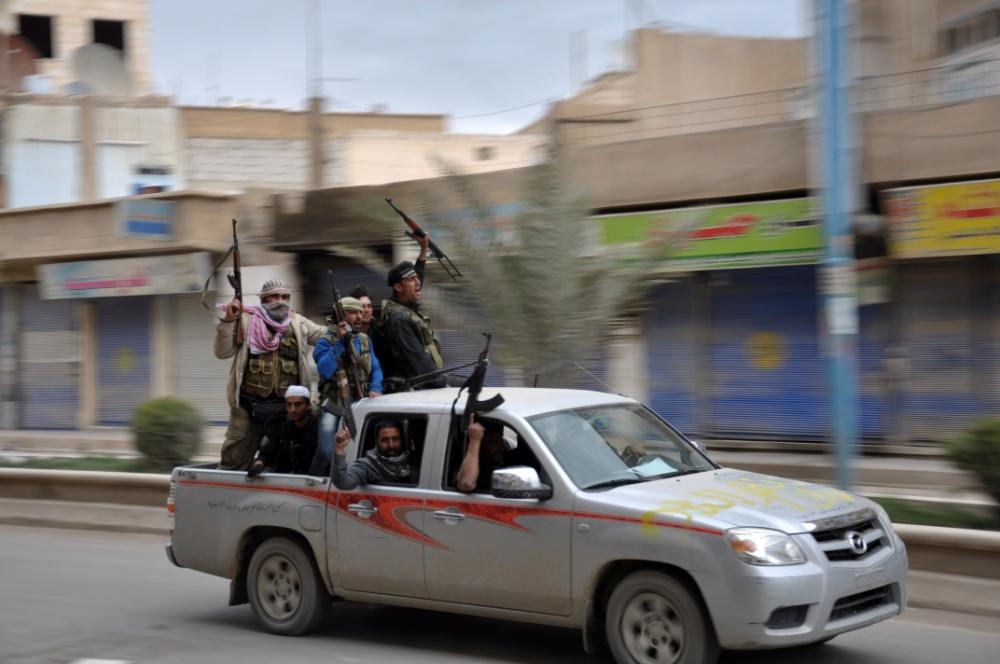 Syria: Bashar al-Assad airstrikes kill 14 as rebel fightback continues