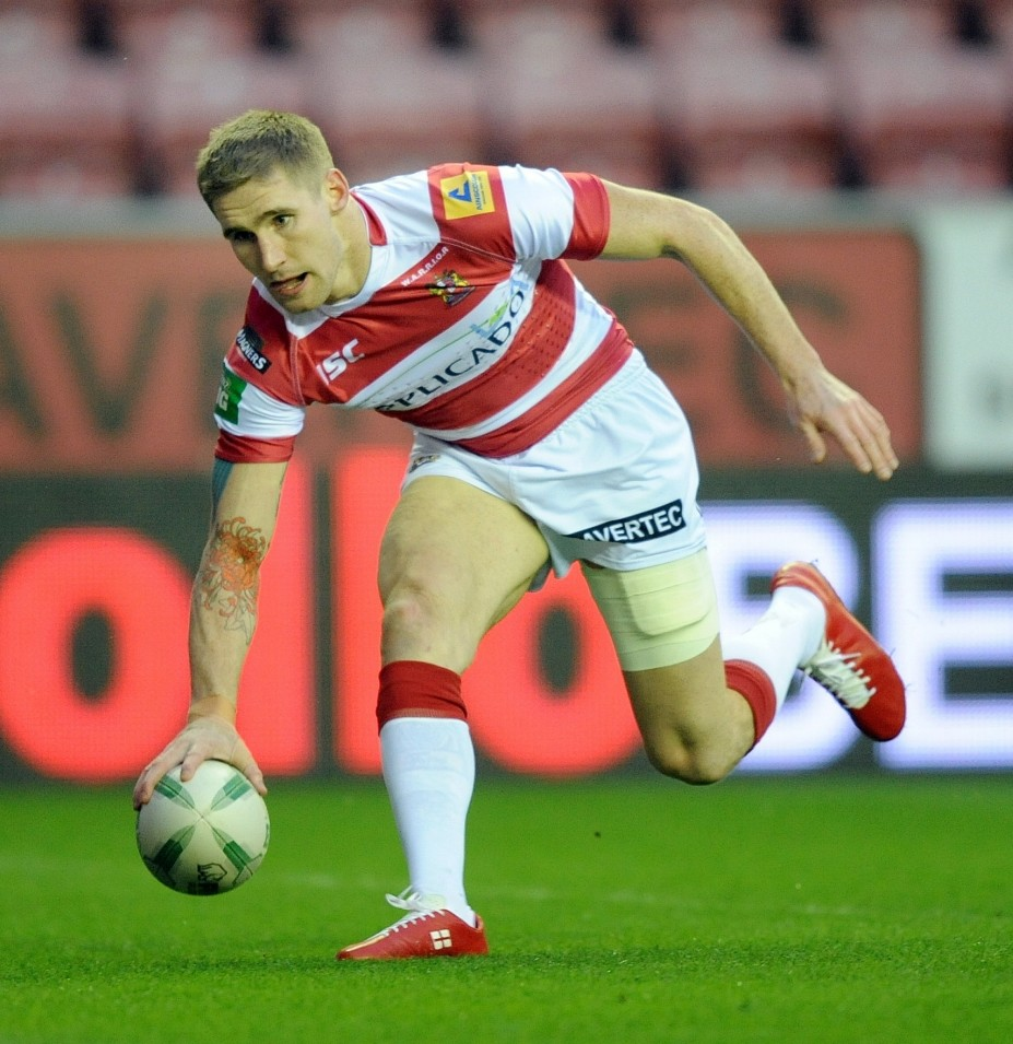 Rugby League - Wigan Warriors v Widnes Vikings - Super League - DW Stadium - 23/3/13  Sam Tomkins scores Wigan Warriors' first try   Mandatory Credit: Action Images / John Rushworth  Livepic