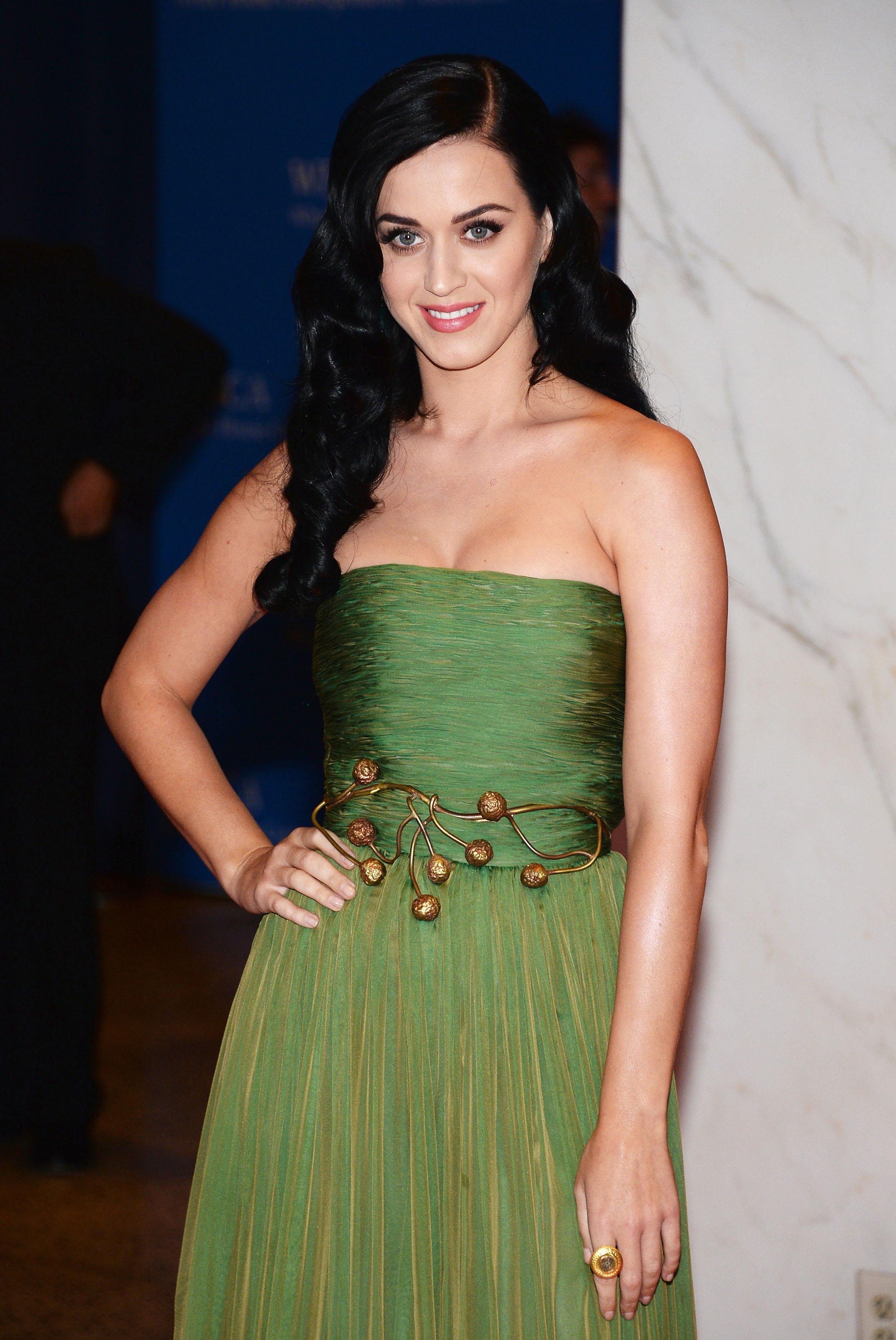 Katy Perry on course to Roar ahead of Lady Gaga in chart battle