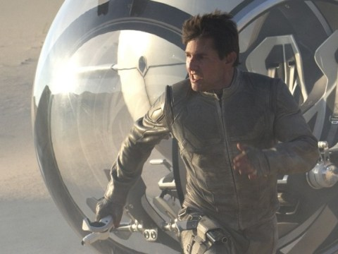 Oblivion leaves Tom Cruise living the dream but the aliens are fighting back
