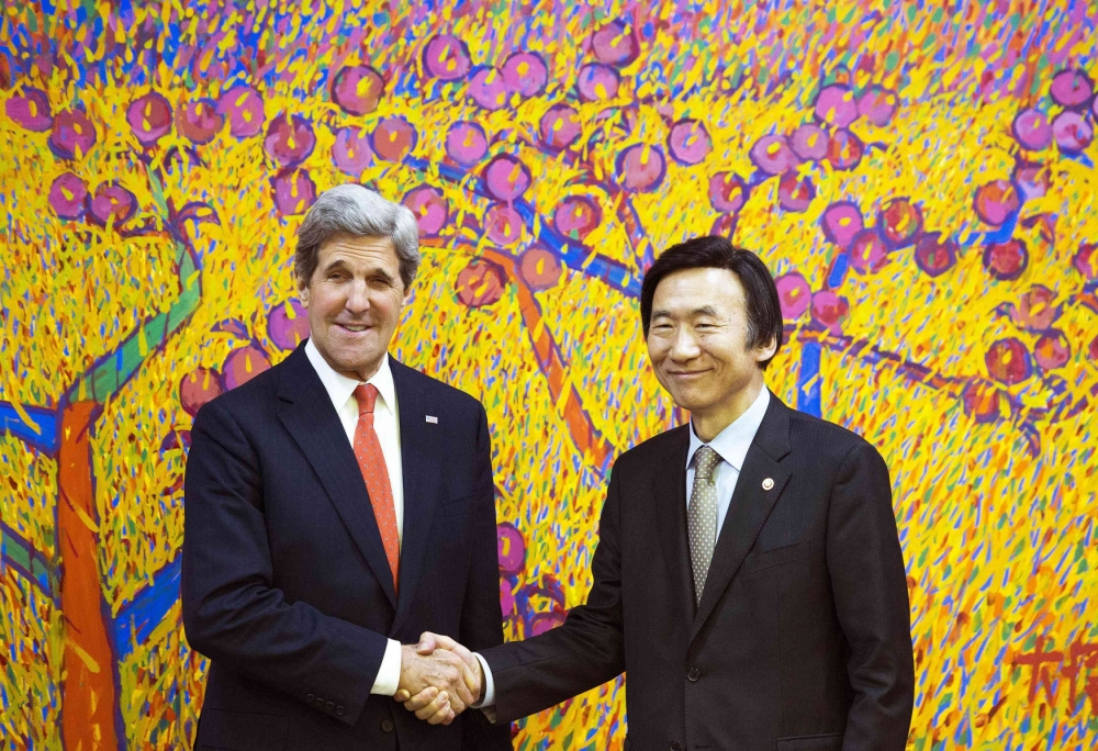 John Kerry and Yun Byung-se in South Korea