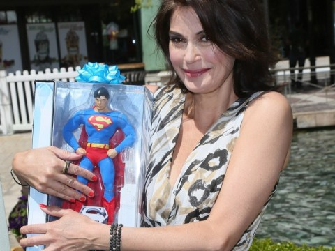 Teri Hatcher gives Superman fans a treat by flogging old merchandise at celebrity yard sale