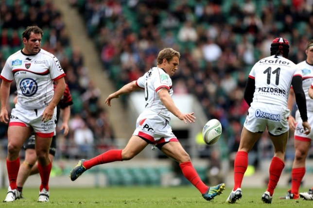 LONDON, ENGLAND - APRIL 28:  Flyhalf Jonny Wilkinson of Toulon kicks the ball downfield during the Heineken Cup semi final between Saracens and Toulon at Twickenham Stadium on April 28, 2013 in London, United Kingdom.  (Photo by Warren Little/Getty Images)