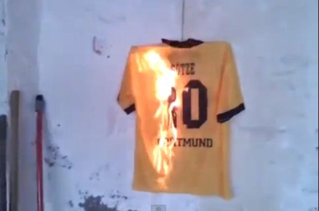pretty nice a2c10 edc22 Borussia Dortmund fans burn Mario Gotze jerseys after Bayern ...