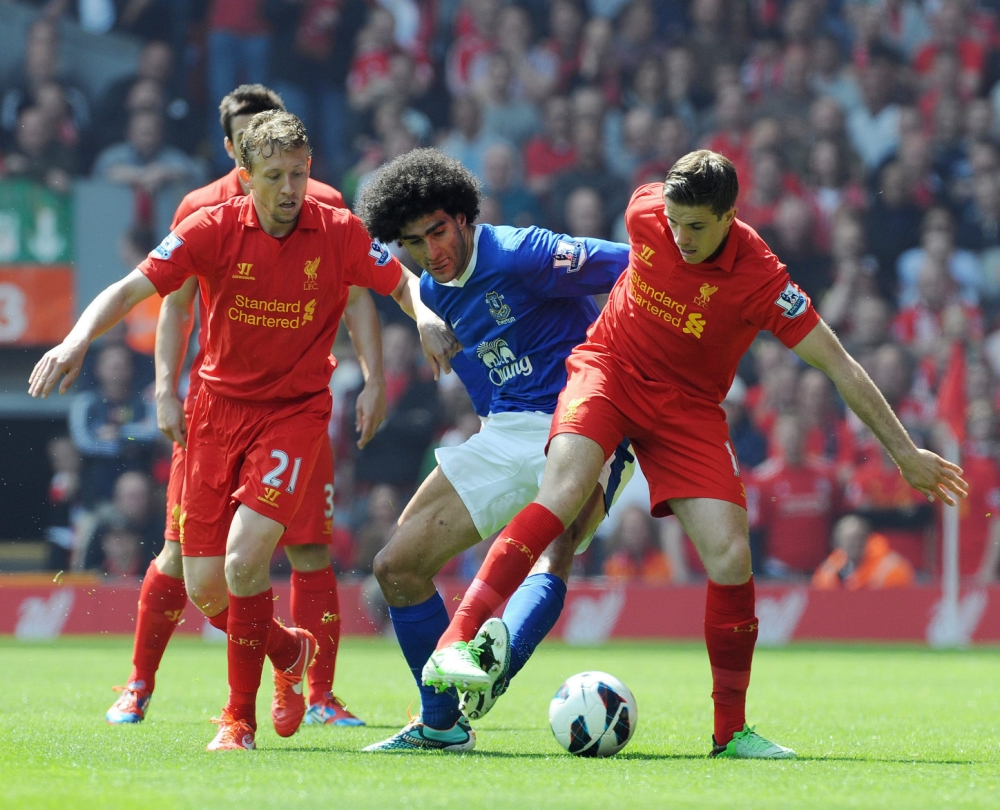 epa03688429 Everton's Marouane Fellaini (C) in action against Liverpool's Jordan Henderson (R) and Liverpool's Lucas Leiva (L) during the English Premier League soccer match between Liverpool and Everton at Anfield, Liverpool, Britain, 05 May 2013.  EPA/PETER POWELL DataCo terms and conditions apply.  https://www.epa.eu/downloads/DataCo-TCs.pdf