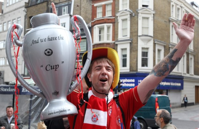 A supporter of Bayern Munich holds a mock-up Champions League trophy in London, Britain, 25 May 2013. FC Bayern Munich will face Borussia Dortmund in the UEFA Champions League soccer final at Wembley stadium in London on 25 May 2013. EPA/FRISO GENTSCH